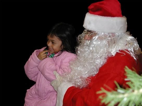santa-and-child-1443768